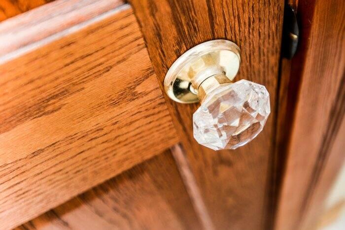 antique glass door knob (Photo by Summer Galyan)