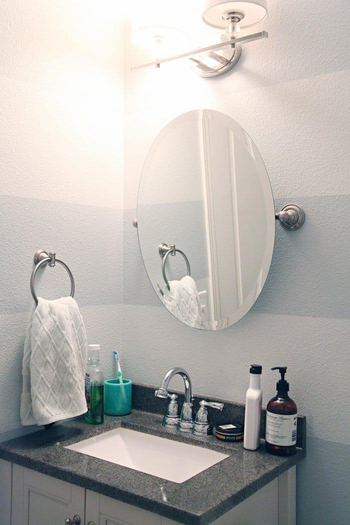 The small bathroom lacked proper storage. (Photo courtesy of Jennifer Jones/iHeart Organizing)