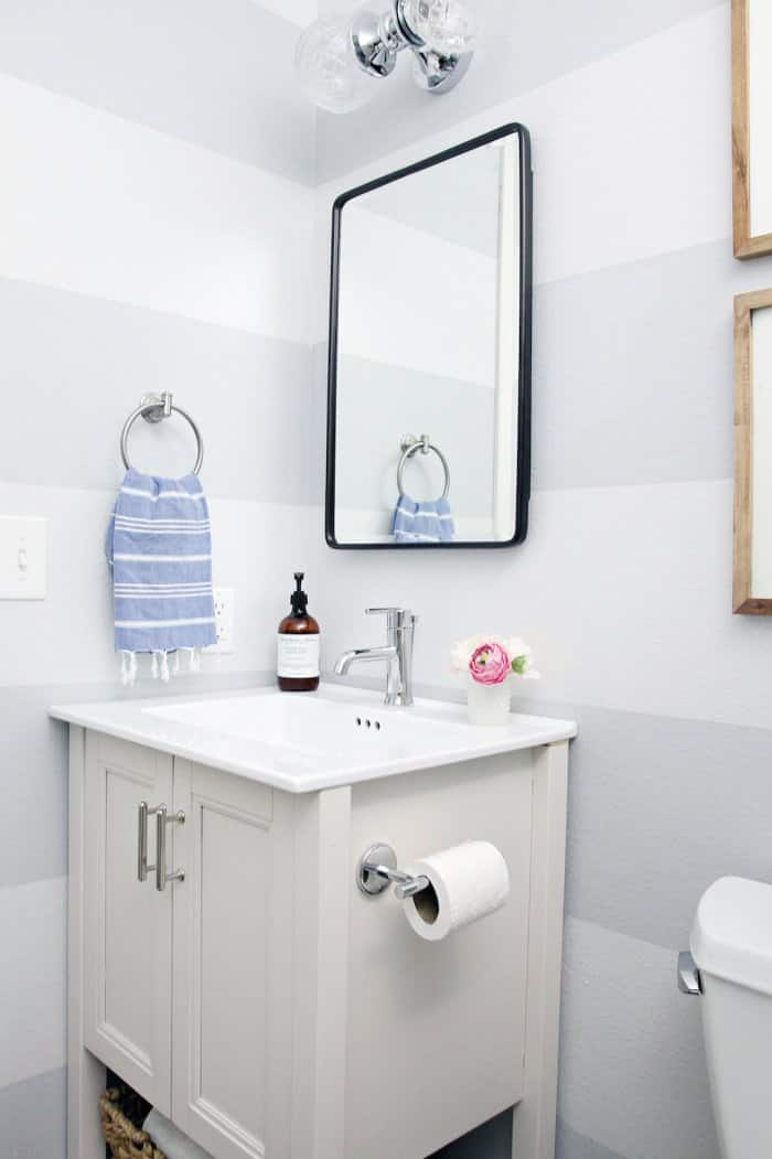 The medicine cabinet pairs perfectly with the rest of the bathroom style. (Photo courtesy of Jennifer Jones/iHeart Organizing)