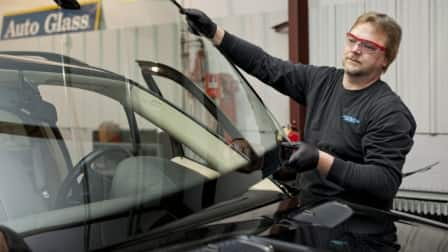 replacing a car windshield