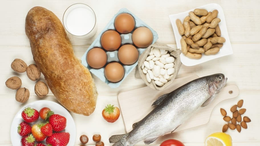 foods that commonly cause food allergies (eggs, peanuts, seafood, milk, wheat)