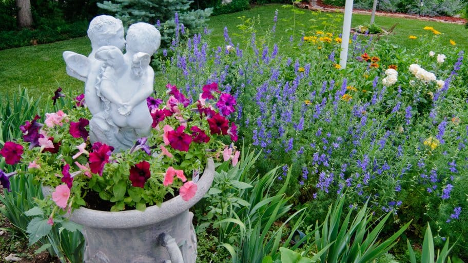 The Right Flowers And Mulch Can Transform Your Landscaping (Photo Courtesy  Of Joe Hodgson)