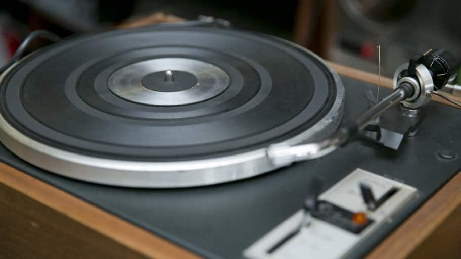 a record player turntable