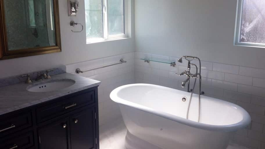 Bathtubs showers angie 39 s list for Pros and cons of acrylic bathtubs