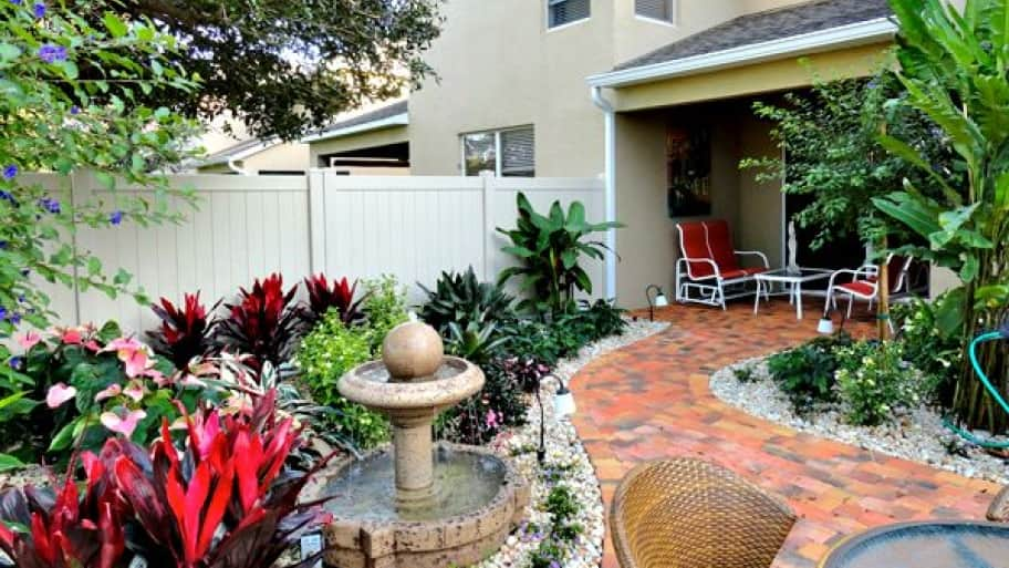 Delightful Creative Landscape Design Tips For Limited Space. Small Outdoor Courtyard