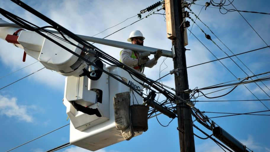 Power companies work to keep electricity on for D.C.-area residents this winter as energy demand skyrockets. (Photo courtesy of FEMA)
