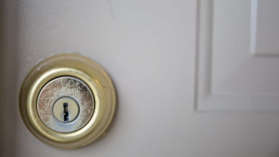 Door deadbolt