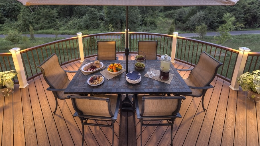 trex deck and railing with table and chairs - Trex Deck Design Ideas