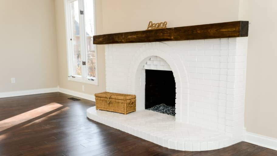 Homeowners Are Updating Their Fireplaces For A More Modern Clean Look Angie S List Summer Galyan