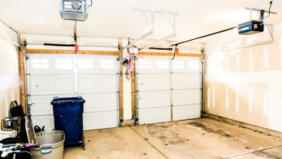 garage door without insulation