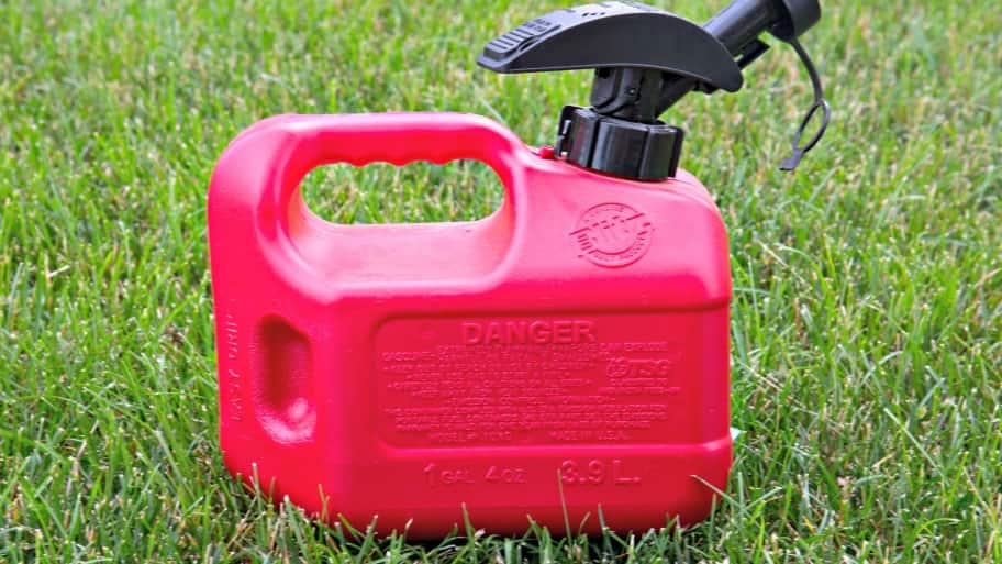 Landscaping Gas Tools : Got gas tips for fueling lawn mowers and landscaping