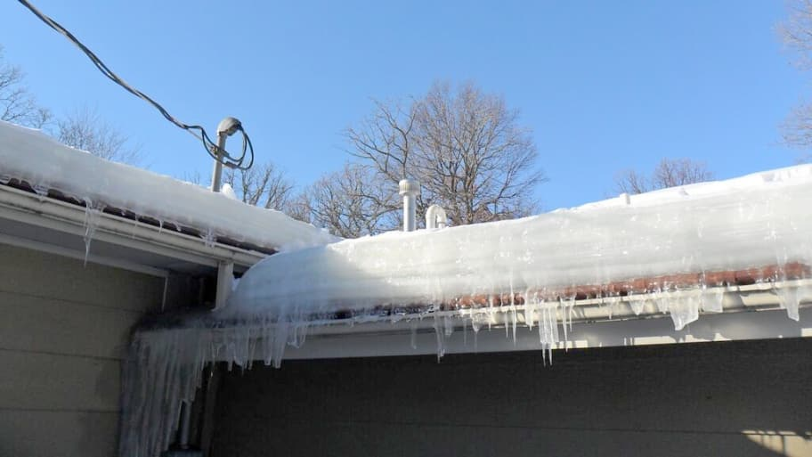 ice dam on roof