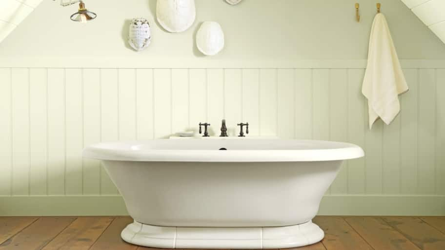How to Clean a Bathtub the Right Way | Angie\'s List