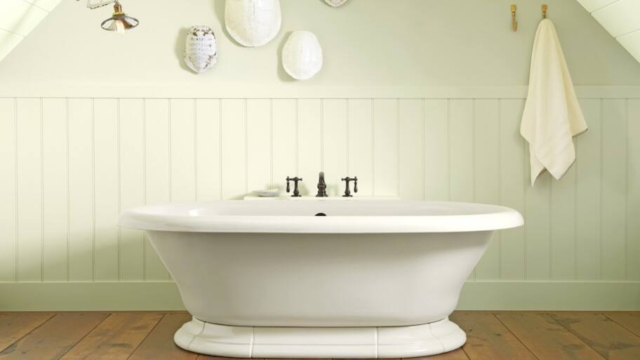 Clean White Freestanding Soaker Bathtub