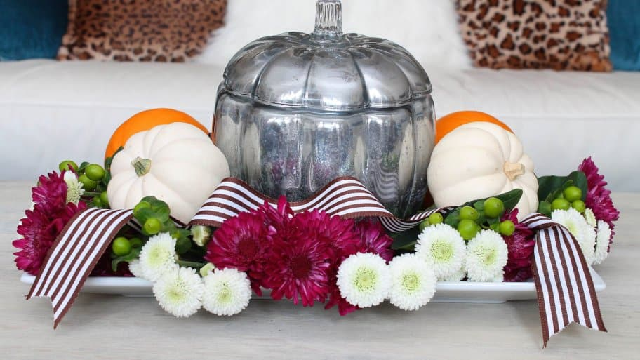 fall centerpiece on coffee table