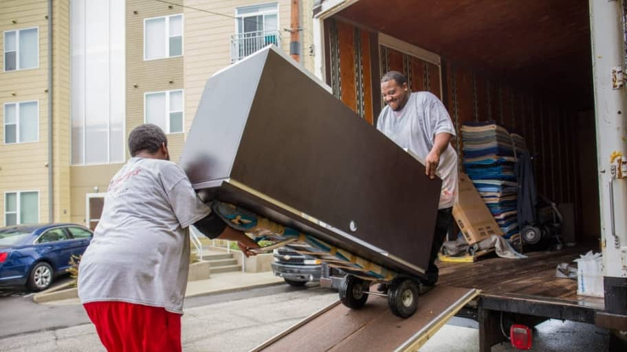 Hiring Movers Or Local Moving Companies Angie S List