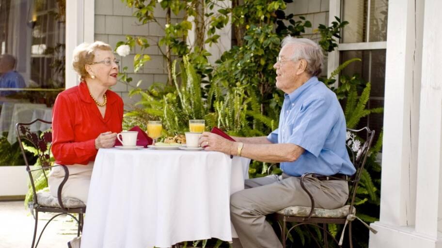 senior couple eat breakfast