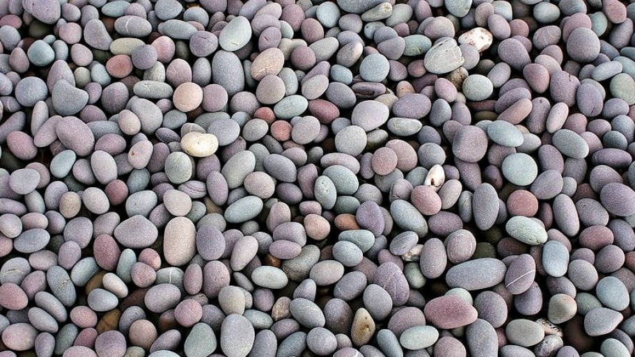 River rocks are a popular landscape option when creating rock gardens. (Photo courtesy of Wikimedia Commons)
