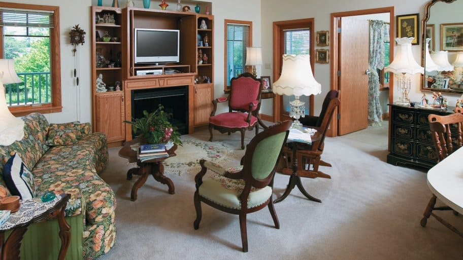 Senior living advisors provide a personal, customized experience. (Photo courtesy of Three Pillars Senior Living Communities)