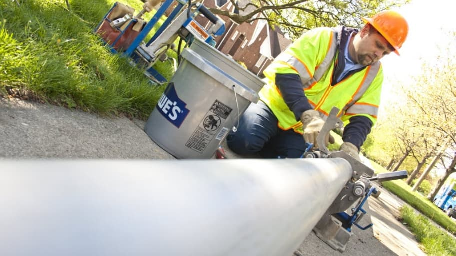 Do i really need to replace my sewer line angies list sewer line worker solutioingenieria Images