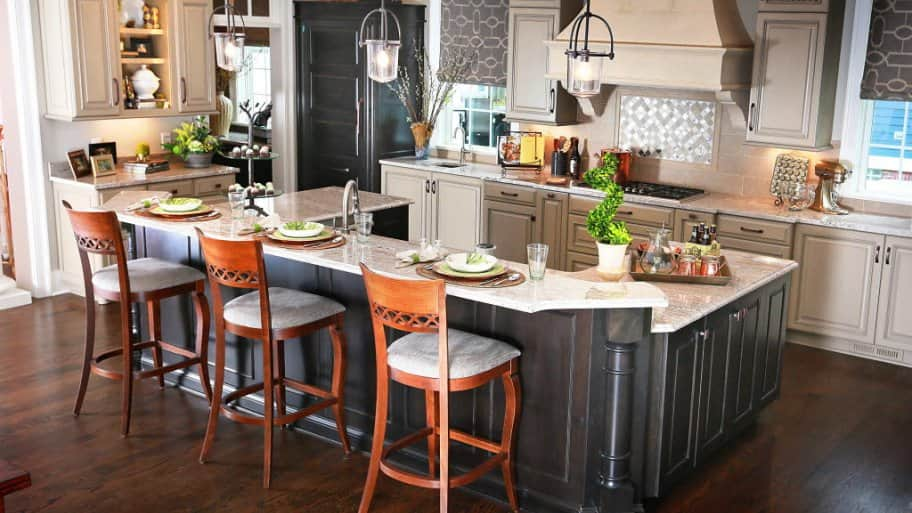 Setting The Table Or Breakfast Bar Is A Good Way To Help Potential Homeers Envision Themselves Living In That E Photo By Frank Eh