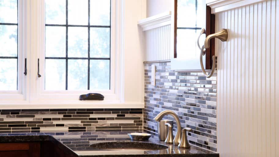 bathroom glass accent tile backsplash