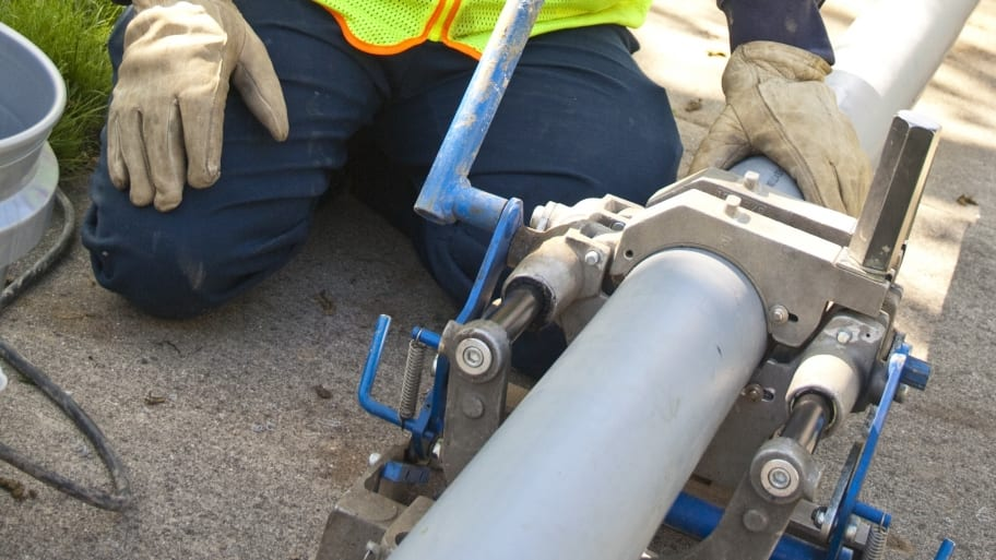 Is trenchless sewer replacement a good idea angies list trenchless sewer replacement worker solutioingenieria Images