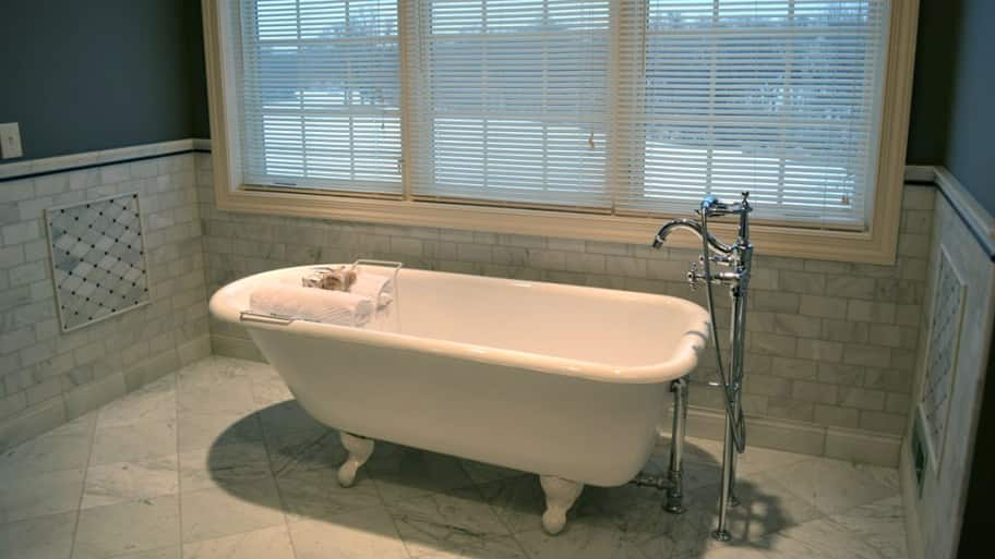 How to Refinish a Bathtub | Angie\'s List