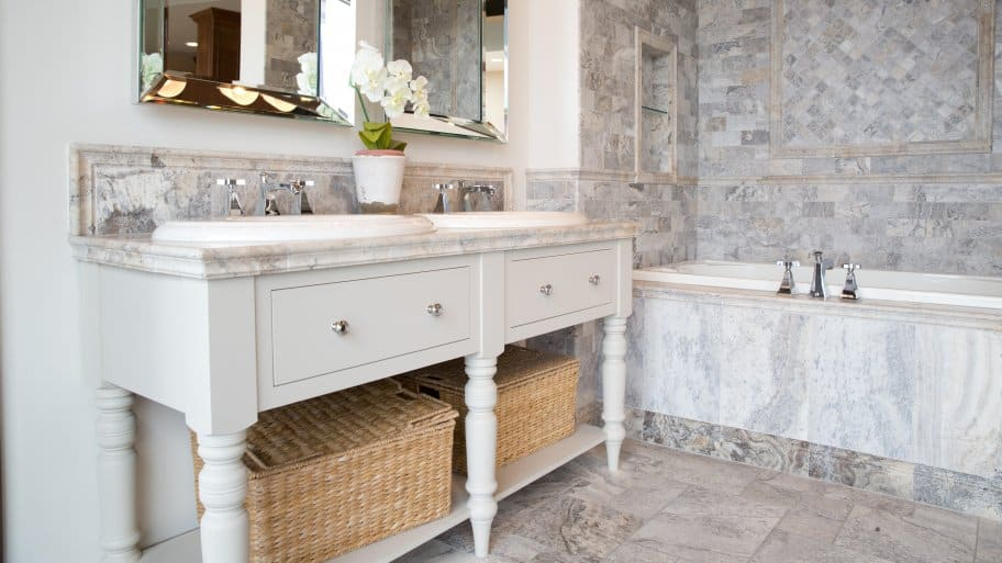 Bon Bathroom With Double Vanity And Tile Surround Tub
