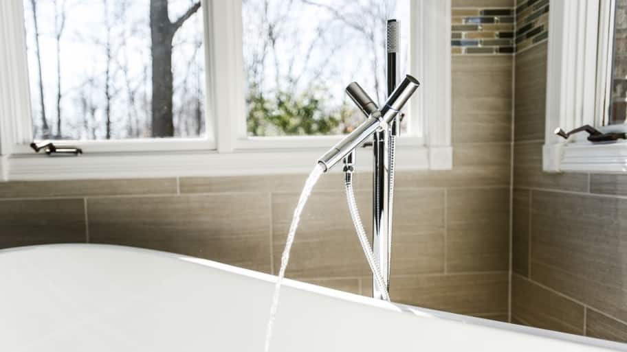 tub water faucet