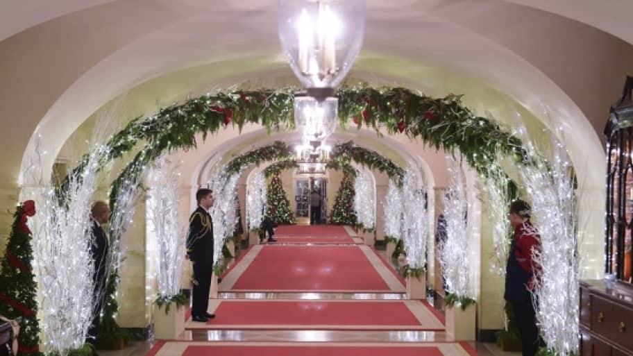 white house hallway 2014