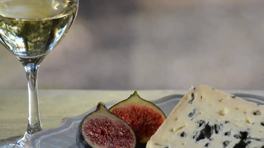 wine with fig and blue cheese