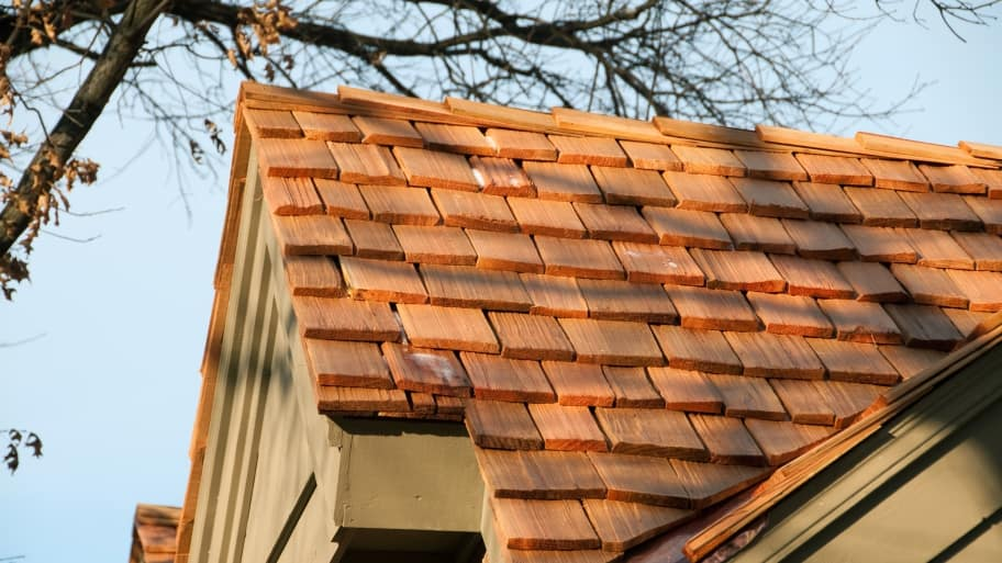 wood cedar shake shingles on roof