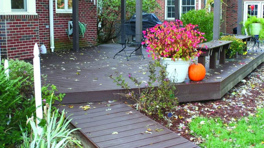 Indianapolis stained deck with benches