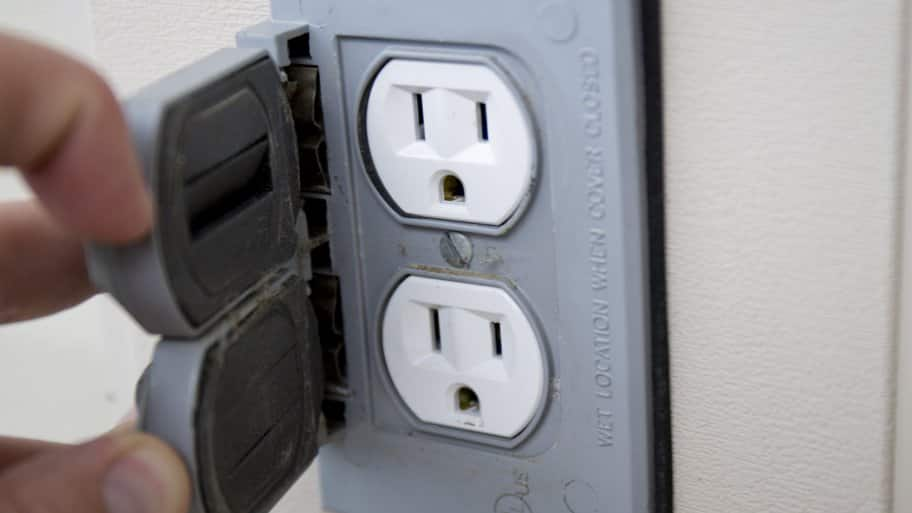 5 DIY Fixes to Troubleshoot Electrical Problems | Angie\'s List