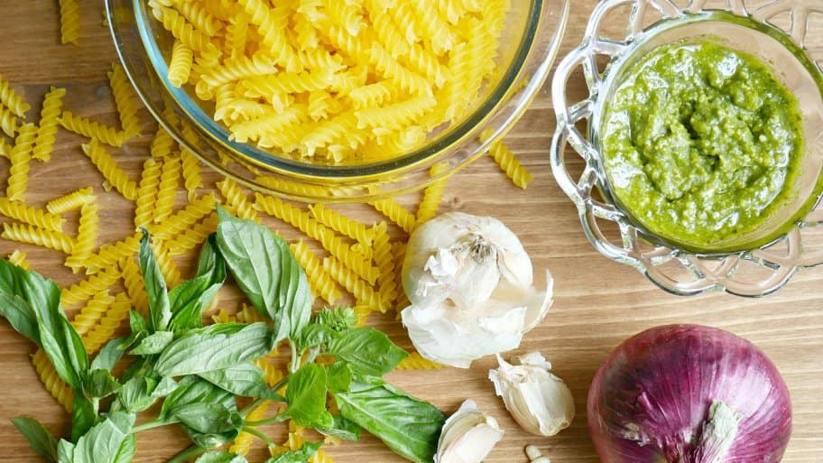 pesto pasta salad ingredients