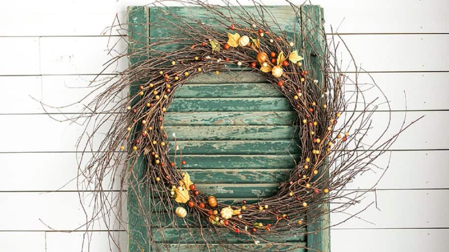 This simple wreath tutorial can work for any seasonal wreath. (Photo by Kelly Rowe/Live Laugh Rowe)