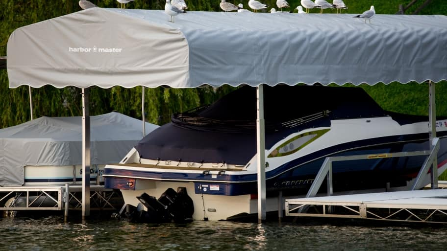 boat under canopy