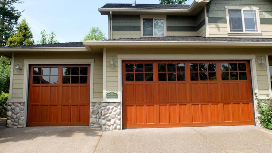 aluminum garage door, three-car garage, windows