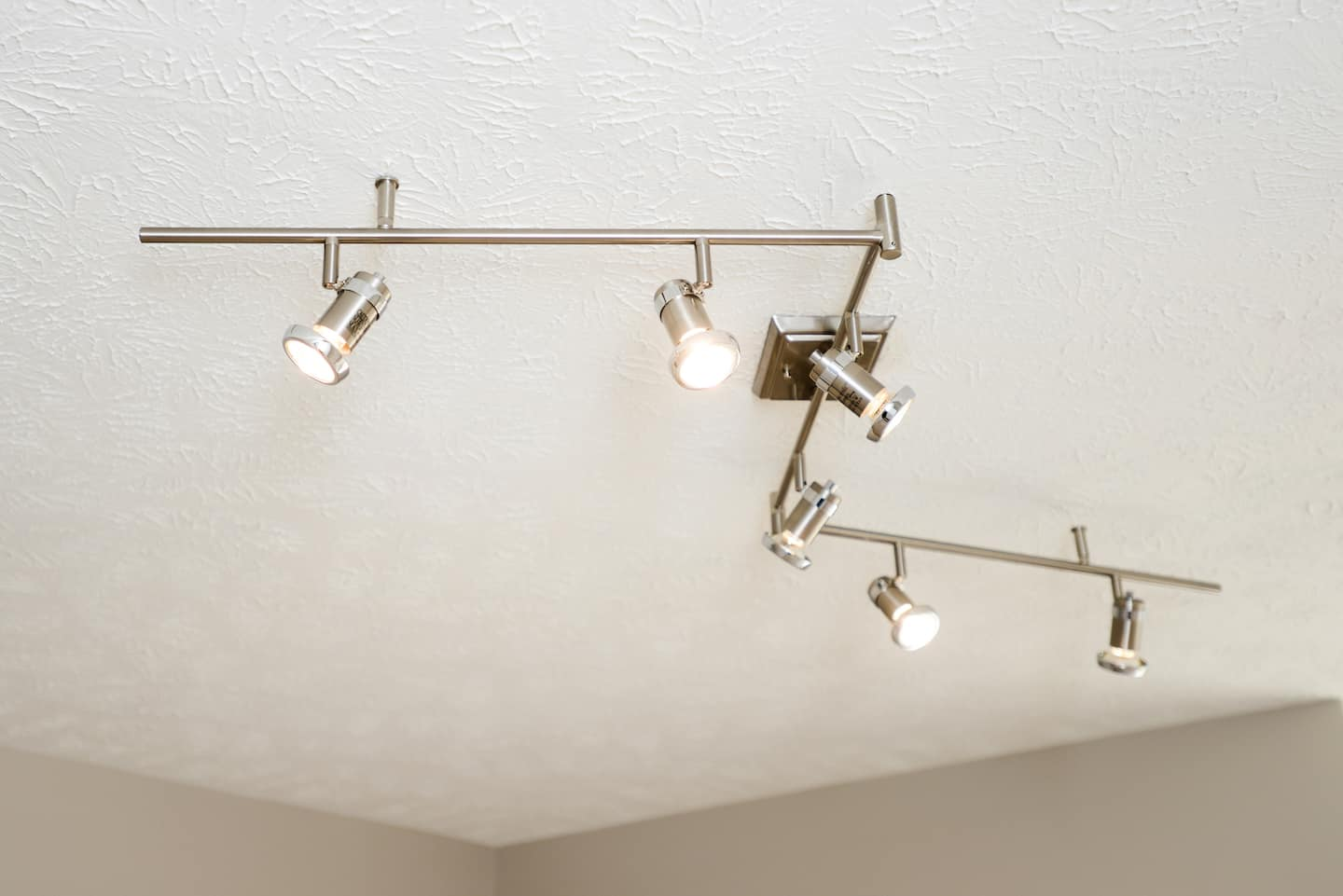 track lighting on bathroom ceiling & Is Track Lighting the Stylish Choice for Your Home? | Angieu0027s List azcodes.com