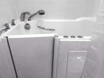 Walk-in bathtub company fits customers\' needs | Angie\'s List