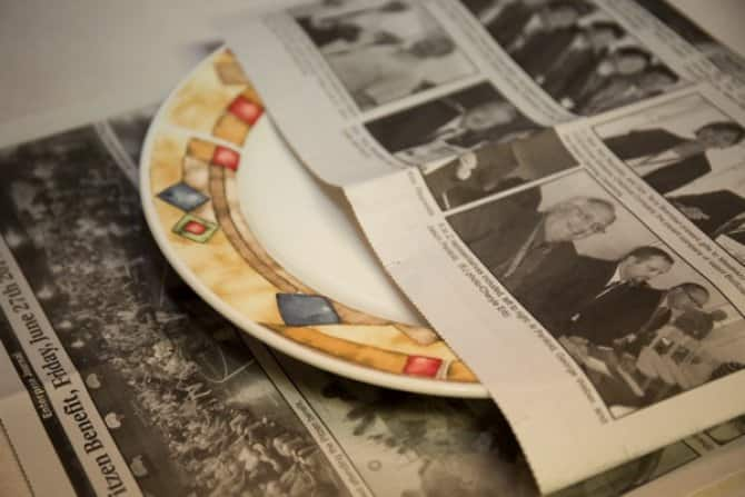Wrapping dishes in newspaper
