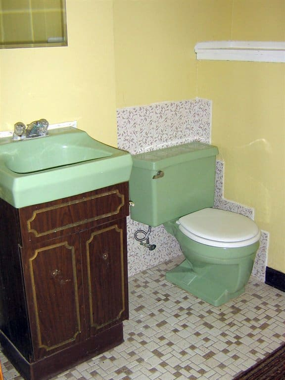 outdated bathroom before remodel