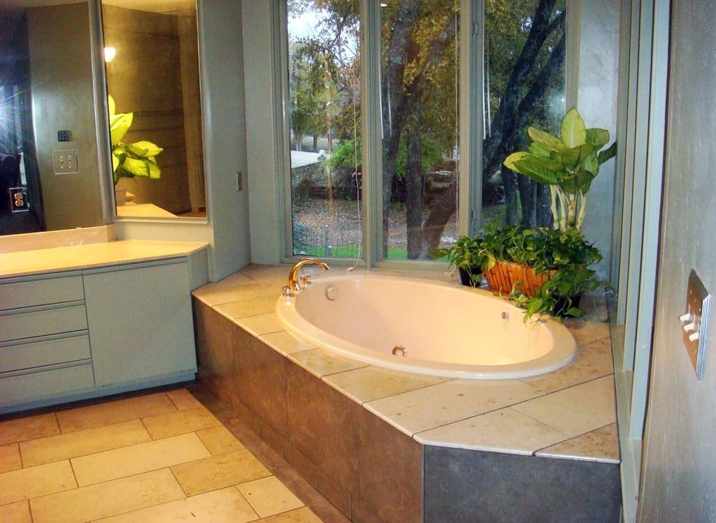 Photos tubs we 39 d love to soak in angie 39 s list for Garden tub sizes