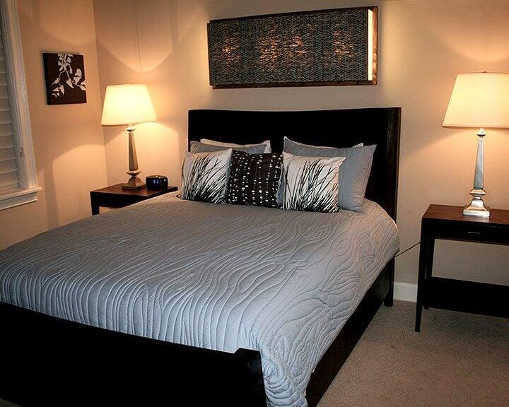 bedroom design with lighting fixtures