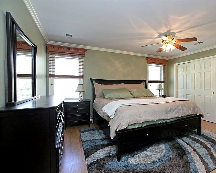 bedroom design with modern furniture and storage