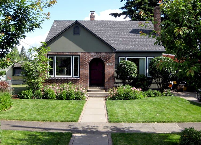 home exterior with neatly landscaped yard