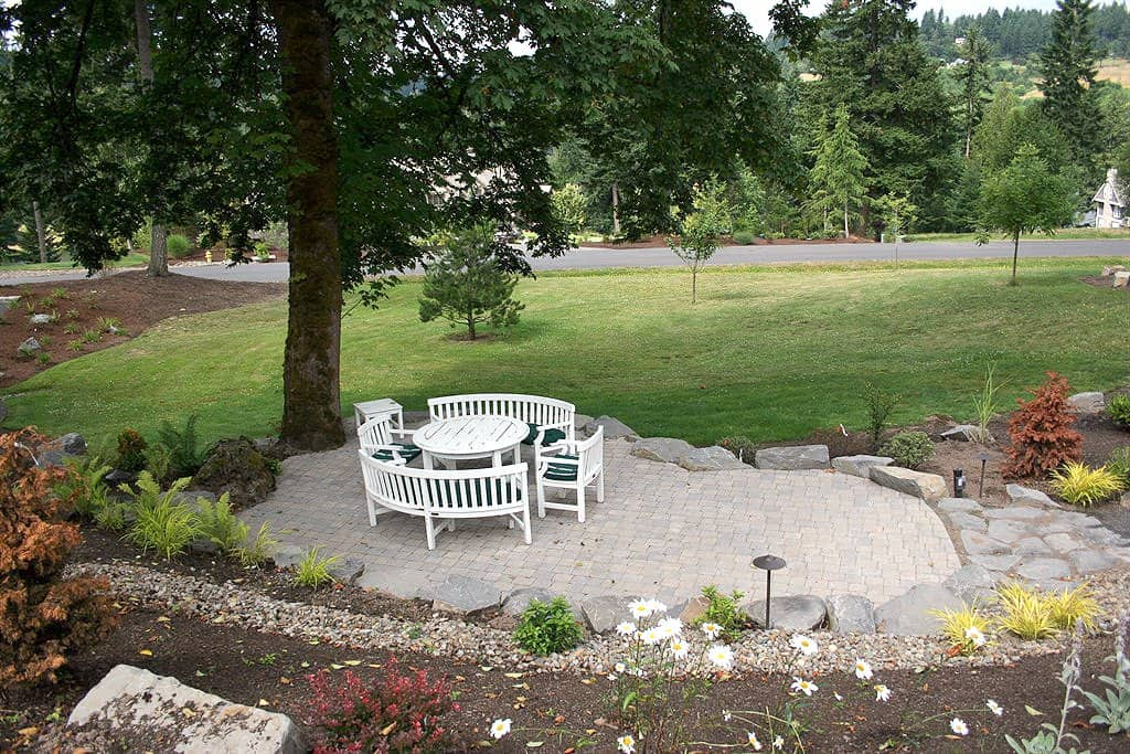 outdoor living area with patio pavers
