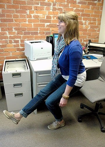 single squat - exercises you can do at your desk at work