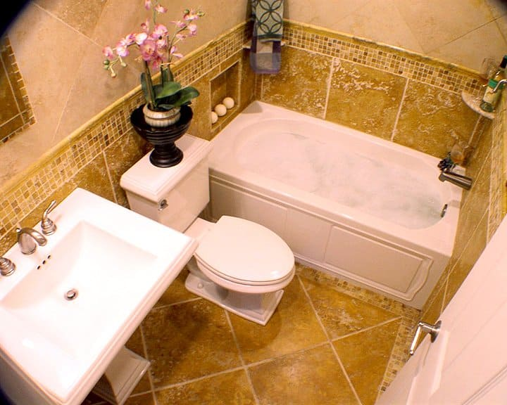 bathroom remodel with pedestal sink